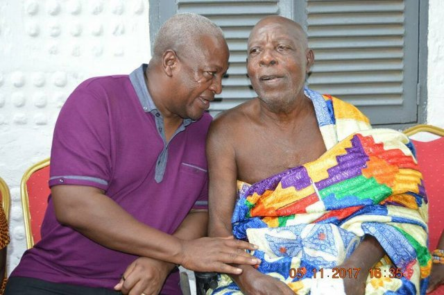 John Mahama visits veteran actor Super OD