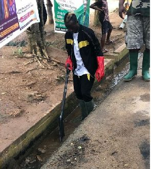 Patapaa Joins His Community Members For National Sanitation Day