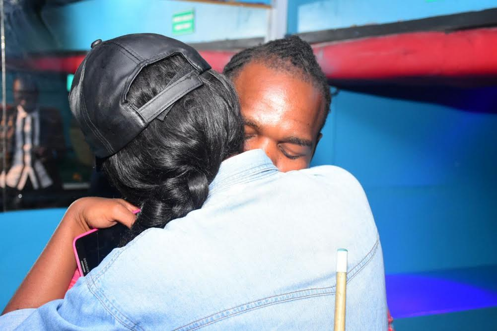 timmy-tdat-and-dela-kiss-and-hug