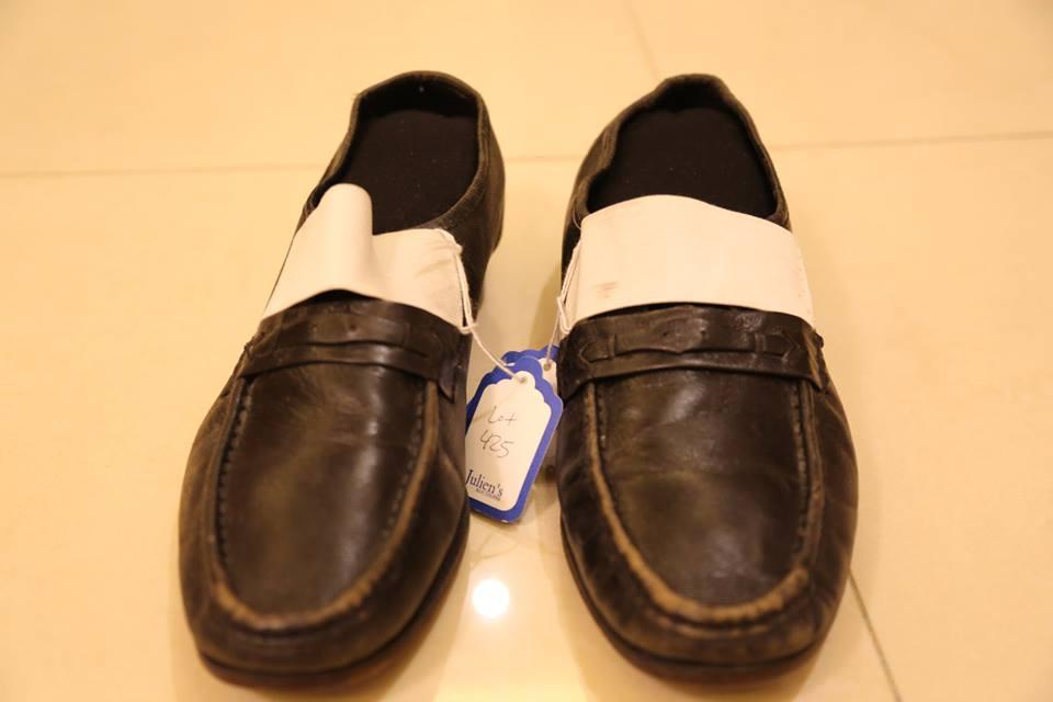 tea-nguema-with-michael-jacksons-shoes