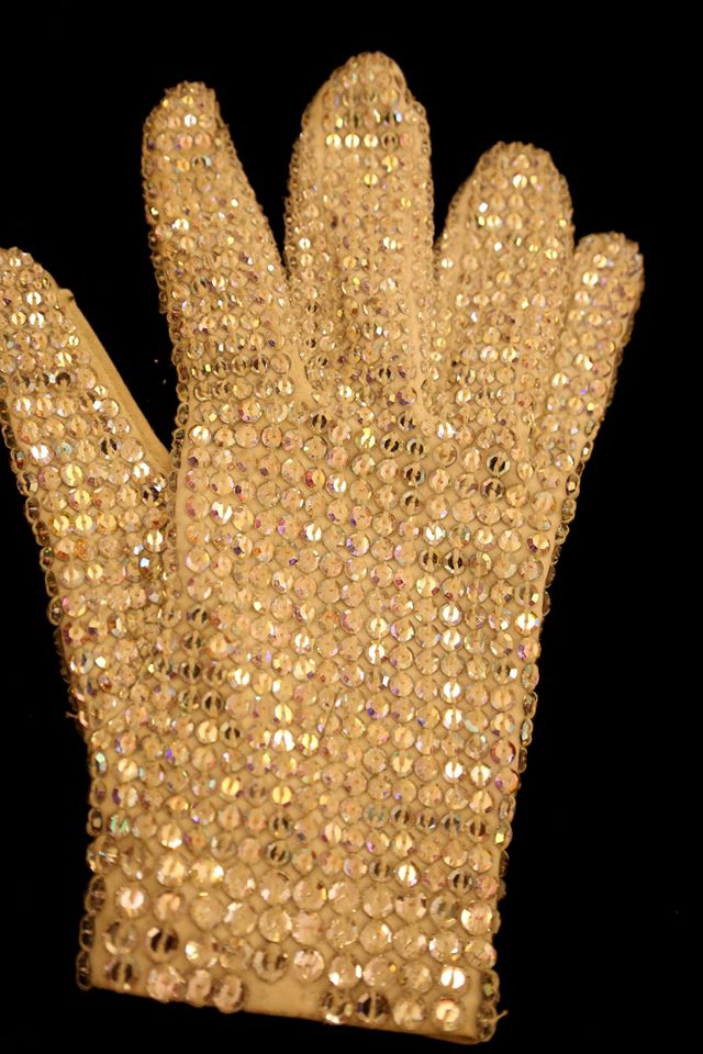 teo-nguema-with-michael-jacksons-gloves