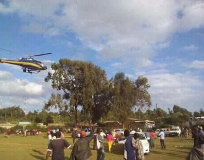 Another James Bond in Meru! Man hitches lift on a chopper carrying Raila Odinga (Photos+video)