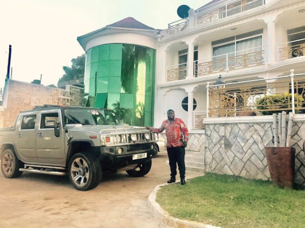 Who got the key to the city!! After Diamond Platnumz showed off his new hummer, Zari's ex husband acquires a similar ride and a 3 story mansion