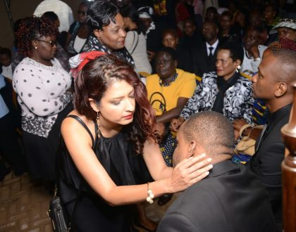 Sadness as madtraxx breaks down to tears at Sister's funeral...only takes the intervention of Eve de Souza to calm him down(photos)