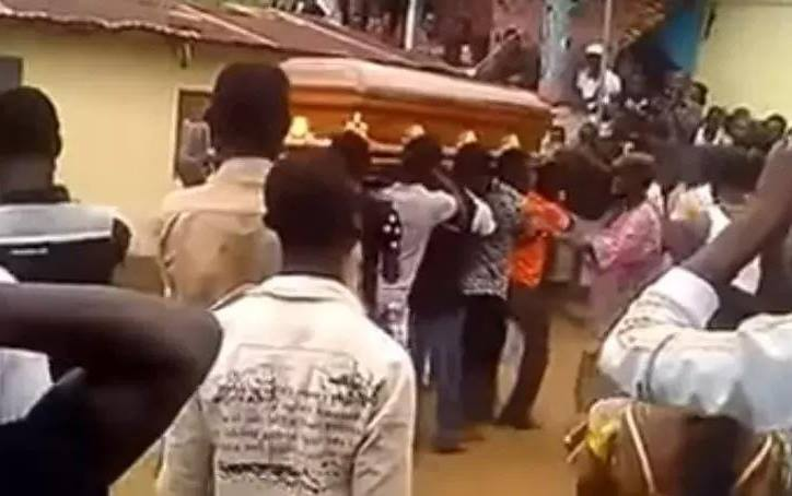 Terrifying superstition caught on camera: Drama as dead body refuses to be buried (Video)