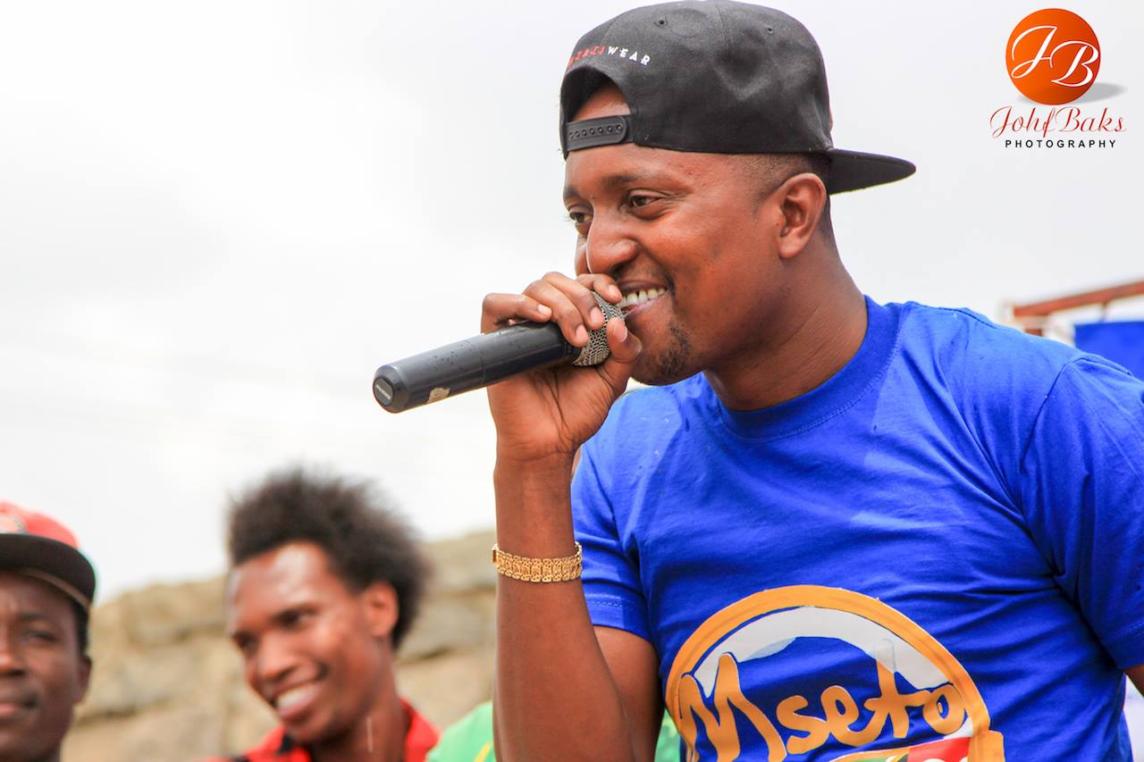 Mambo Mseto host Mzazi Willy Tuva leaves many confused after sharing a photo hanging out with his handsome twin