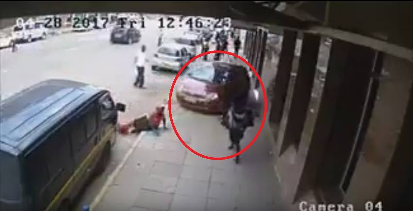 Caught on camera: Vitz driver runs over a woman seated on the sidewalk in Nairobi CBD while reversing at high speed (Horrific video)