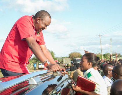 Uhuru gives Mombasa students Kes 2 million for waiting for him for so long
