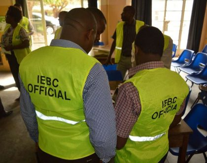 Drama as IEBC revokes Jubilee candidate's certificate after ODM aspirant tied with him in the last minute (Photos)