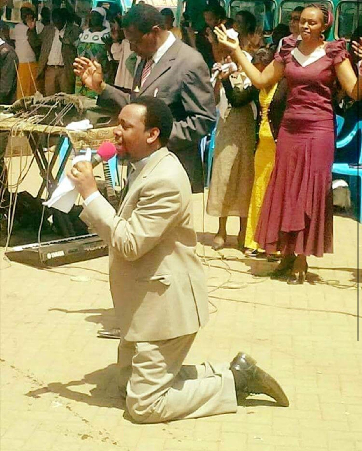 Witchcraft? City pastor makes heart felt prayer to President Uhuru as he reveals how black magic is being used to finish him