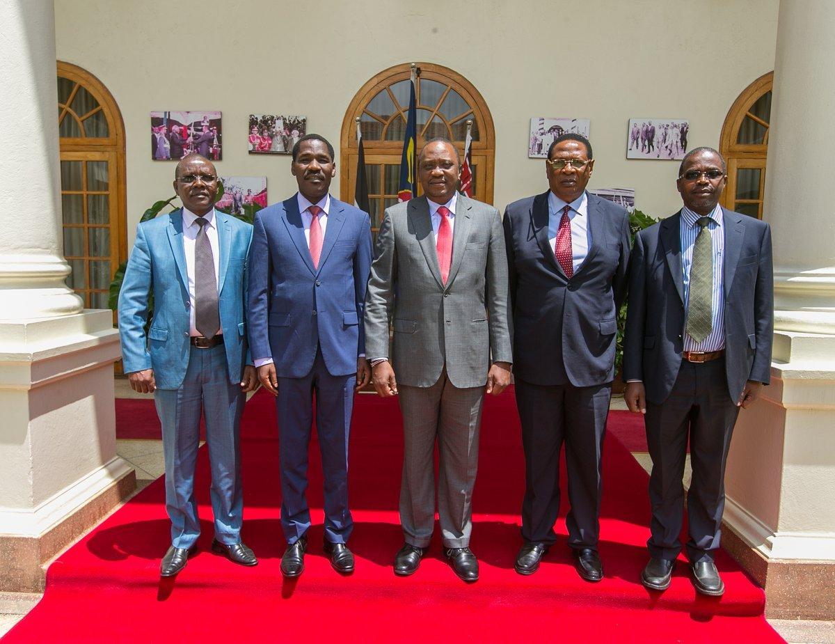 Peter Munya with Uhuru Kenyatta at State House