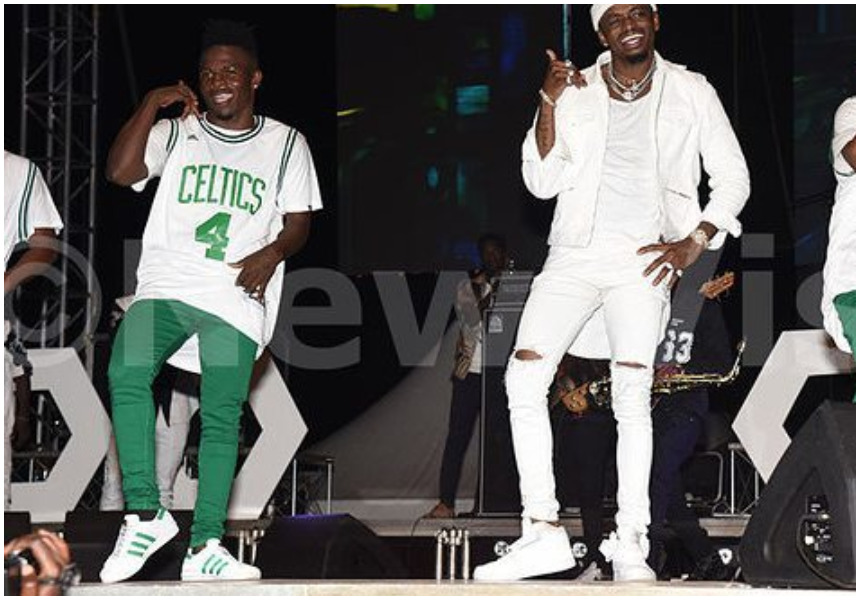 Irate Kampala fans interrupt Diamond's performance to demand apology from him (Video)