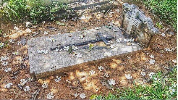 Eve D' Souza's dad's grave