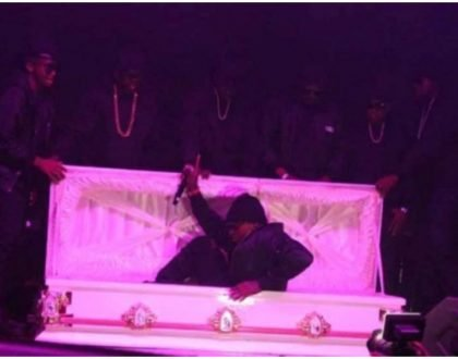 Khaligraph Jones makes grand entrance in a white coffin at the Jameson Connect (Photos)