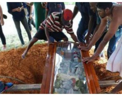 Shock as man buries his father with 790,000 shillings in cash filled in the coffin (Photos)