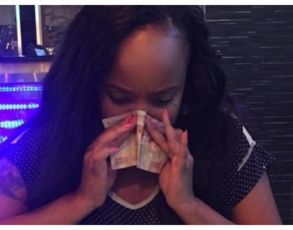 Lady blows her nose and wipes her tears with 1000 shillings notes just to send a message to her nagging mom (Photos)