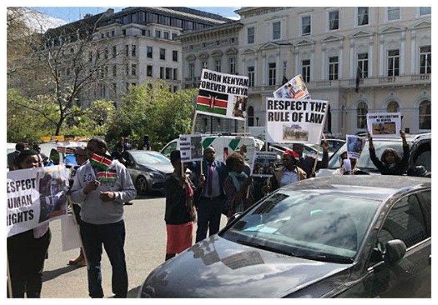 Handshake doesn't apply in UK! President Uhuru gets a rude welcome in London from demonstrating Kenyans (Video)