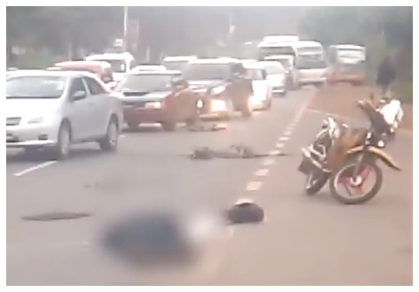 Nairobi commuter killed instantly after tout pushes him out of a moving City Shuttle bus (Video)