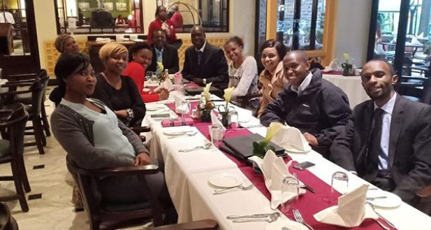 Size 8 introduces extended family in this beautiful photo