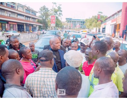 The handshake is real! Moses Kuria receives heroic welcome in Kisumu, strolls around the city without bodyguards (Photos)