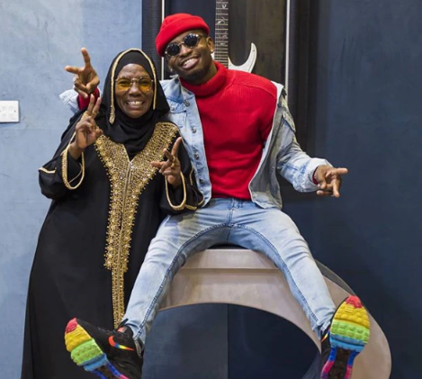Diamond Platnumz' humble request to her mother during her birthday celebration