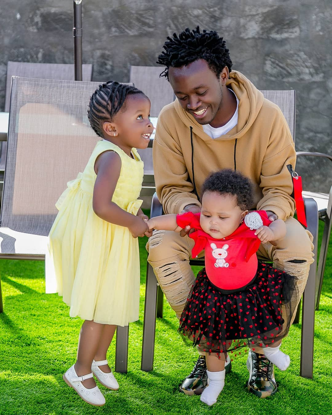 Bahati with his daughters Mueni and Heaven