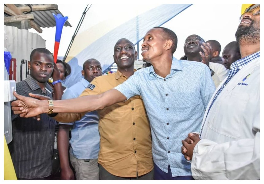 DP's errand boy? Video of Mohammed Ali carrying Ruto's brown envelope containing millions set tongues wagging