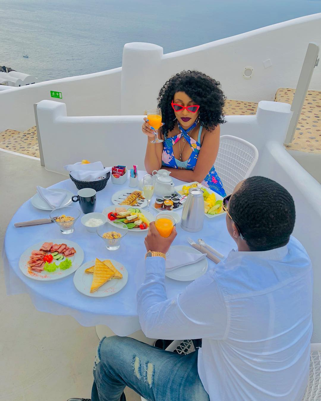 """""""You are fake as your filters!"""" Amber Ray trolled for her makeup as she enjoys her vacation with another woman's husband"""
