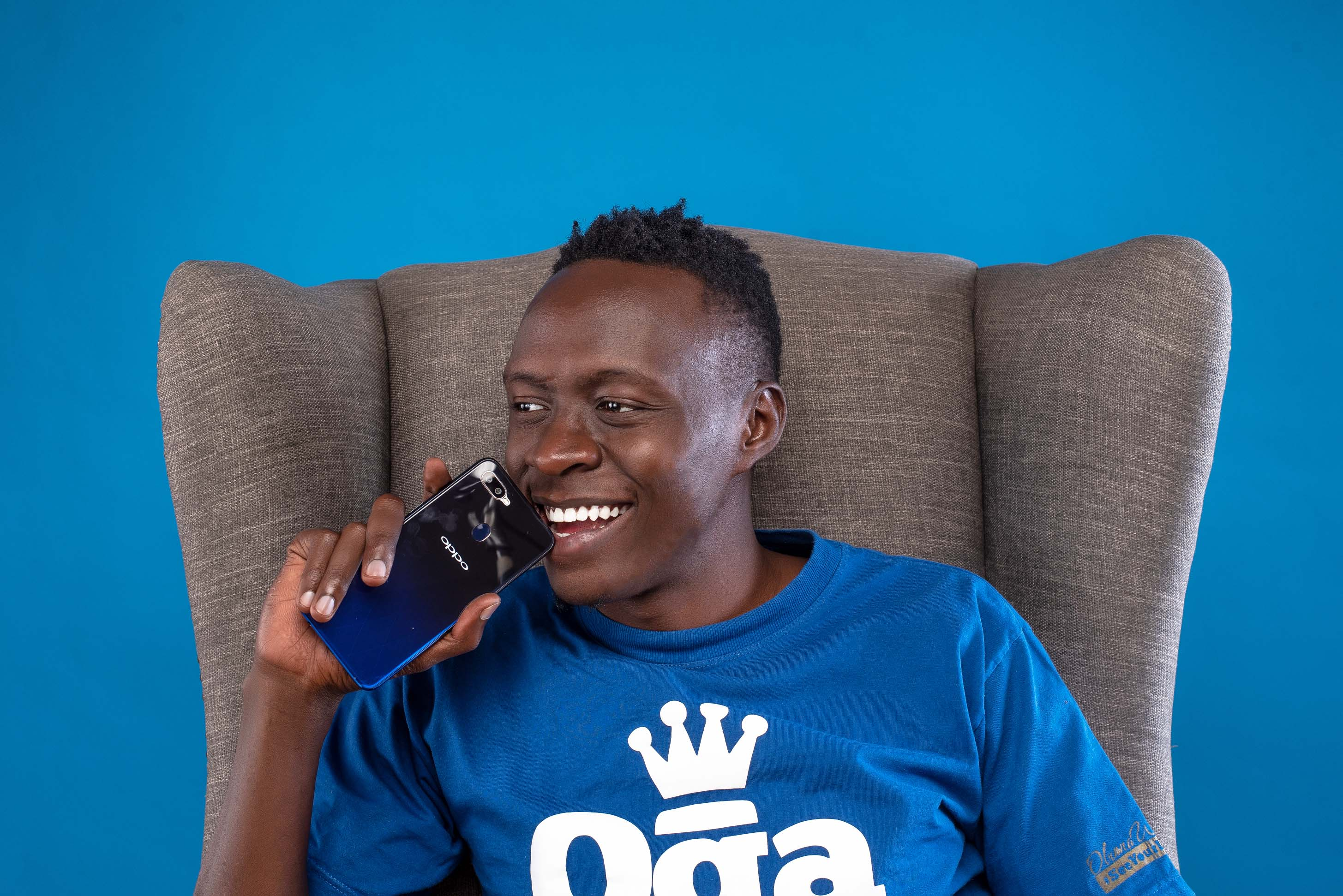 Oga Obina Enjoying his OPPO F9