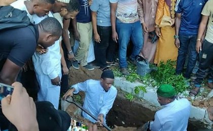 Ali Kiba's dad laid to rest, Hundreds turn up at the funeral(photos)