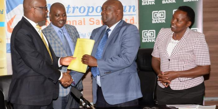 The Director Cooperatives Banking at Co-op Bank Vincent Marangu exchanges documents with the leadership of Metropolitan Sacco namely, Acting CEO Benson Ng'ang'a Mwangi, Chairman Christopher Karanja and Vice Chairman Lucy Kuria as the Sacco engaged the bank to begin a Corporate Restructure Program to stabilise and turn around the Sacco