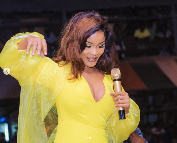 Watch: Drama ensues as male fans fight over Hamisa Mobetto´s piece of dress at festival