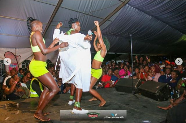 """I pity my baby ! She go fall out oooh"" Akothee cries out after staging vigorous dance moves"