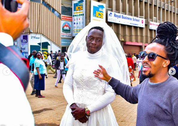 ¨NO WOman IS LIMITED!!¨ Comedian Oga Obinna´s bet turns sour, forced to walk in CBD in a wedding gown