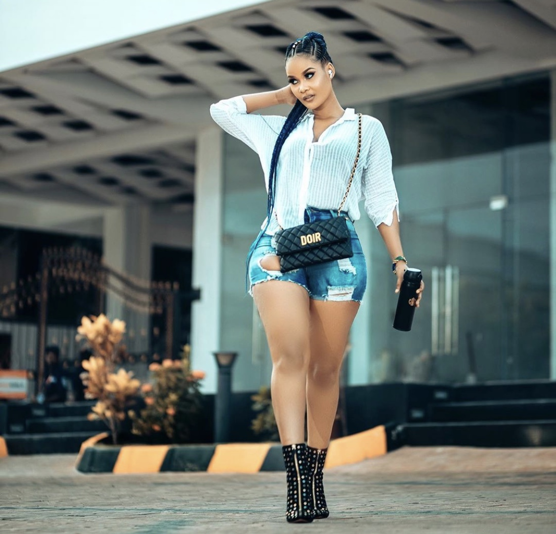 "Tanzanian socialite Hamisa Mobetto trolled for carrying around a fake designer bag ""Doir"""