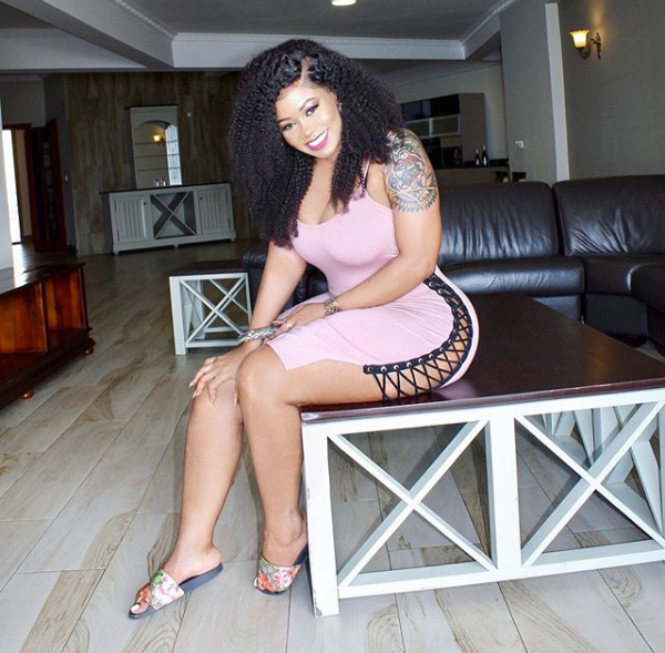 """""""Wapi sindano tudunge ballon!"""" Vera Sidika ruthlessly trolled after flaunting unreal curves in cut out swimsuit"""