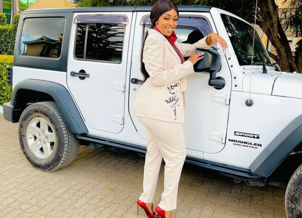 Why is the realisation Amberay borrows cars and her lifestyle from men shocking?