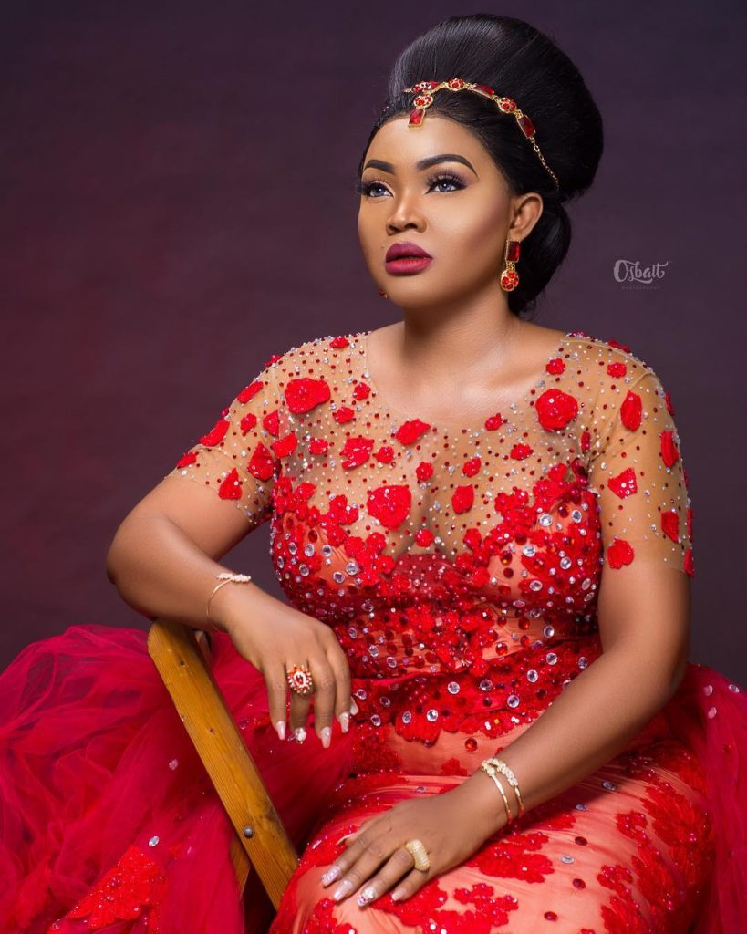 Sues Designer, Rikatobymme for Giving her Wedding Dress to Mercy Aigbe