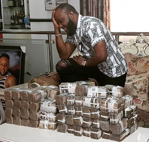 Singer Kcee flaunts his wealth in a photo