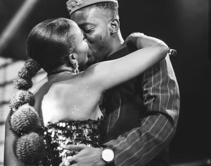 (Photo) Adorable moment when Simi and Adekunle Gold shared a kiss on stage