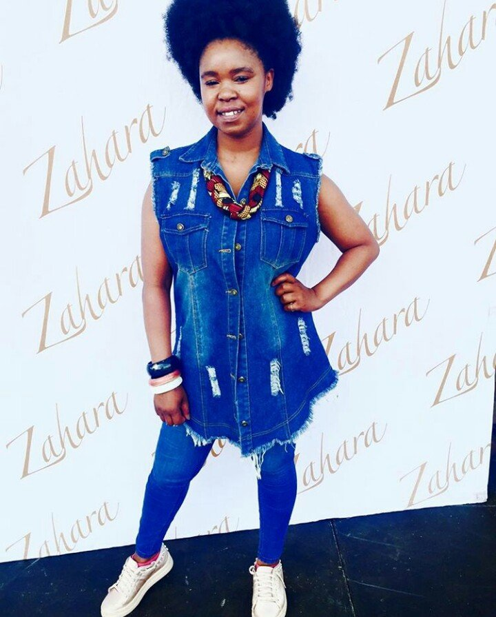 Zahara gifts a woman with a wheelchair