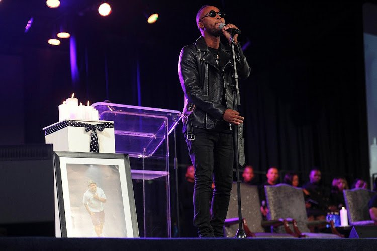Vusi Nova pays emotional tribute to Akhumzi (Watch)