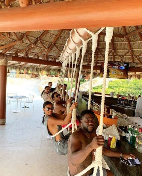 Photos: Kevin Hart, Ludacris and their baes take Mexico
