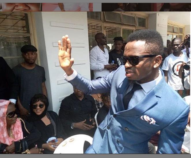 Baada ya Kushambuliwa na mashabiki, Diamond Afika Msibani