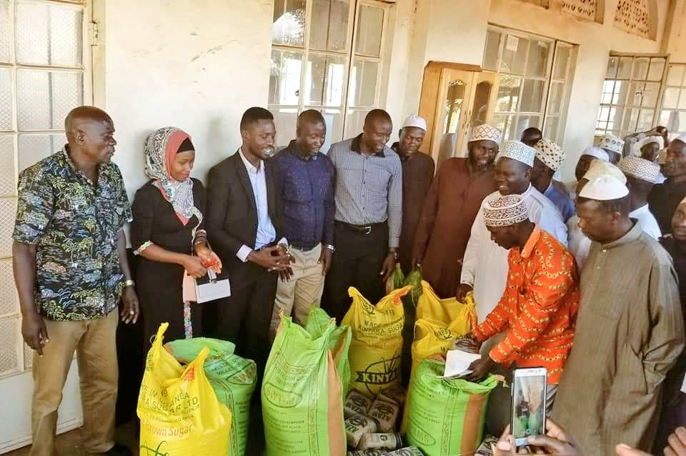 Bobi Wine Offers Gifts To Sheikhs of Kyadondo East
