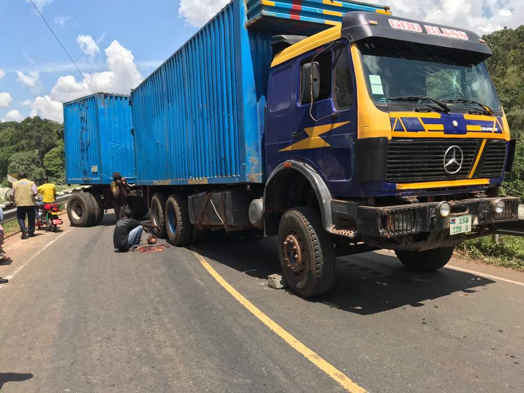 Long Blue Truck Breaks Down. Blocks Karuma Bridge